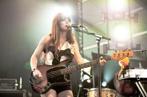 800px-Jenny_Lewis_at_the_Coachella_Festival